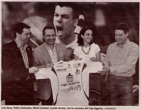 Luis Sanz, Pedro Arahuetes, Marta Jiménez y Javier Arranz con la camiseta del Caja Segovia