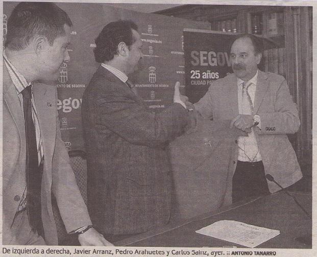 De izqda. a dcha., Javier Arranz, Pedro Arahuetes y Carlos Sainz en la presentación del circuito urbano Tribasket Castilla y León