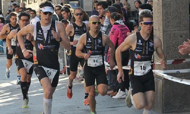 El Ayuntamiento firma un convenio de colaboración con el Triatlón Segovia 2016