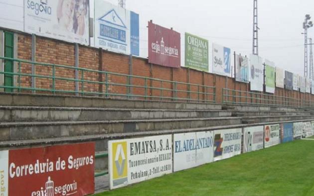 Esta semana comenzará la demolición del graderío del campo de fútbol de La Albuera
