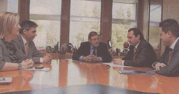 El Ayuntamiento se reúne con el CSD para analizar el módulo de atletismo