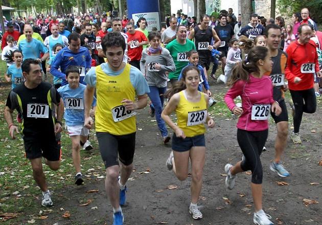 Cerca de trescientas parejas disfrutan de la Carrera Popular Correr en Familia
