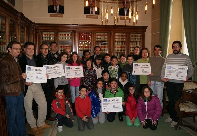 Entrega de los premios de la Carrera de Fin de Año a los centros escolares ganadores