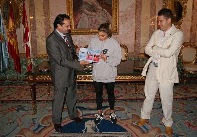 Helena Herrero recibe un nuevo reconocimiento del Ayuntamiento